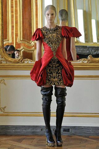 Textile, Joint, Dress, Fashion, Waist, Leather, Knee-high boot, Fashion model, Mirror, Boot,