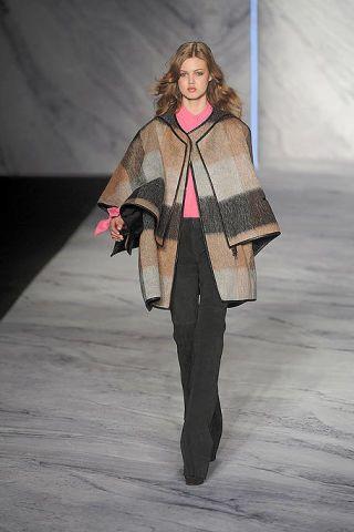 Human body, Fashion show, Style, Fashion model, Fashion, Street fashion, Runway, Fashion design, Costume design, High heels,