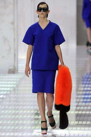 Clothing, Leg, Blue, Sleeve, Human leg, Shoulder, Textile, Joint, Standing, Electric blue,