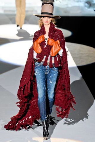 DSQUARED2 FALL RTW 2011 PODIUM 003