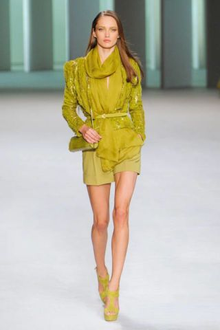 Clothing, Yellow, Fashion show, Sleeve, Human body, Shoulder, Human leg, Joint, Outerwear, Runway,