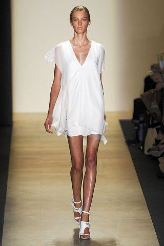 Leg, Human leg, Shoulder, Fashion show, Joint, Dress, One-piece garment, Style, Fashion model, Runway,