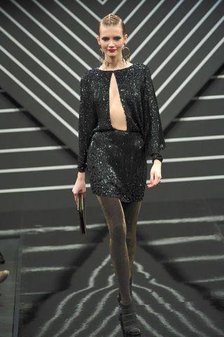 Dress, Joint, Style, Fashion show, Jewellery, Fashion model, Street fashion, Fashion, Pattern, Knee,