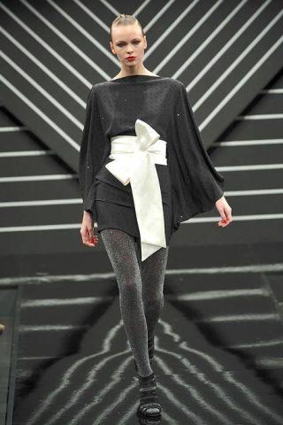 Joint, Standing, Style, Fashion show, Fashion model, Fashion, Knee, Street fashion, Tights, Runway,
