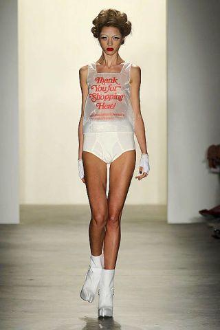 Human leg, Shoulder, Joint, Waist, Fashion show, Style, Floor, Runway, Knee, Fashion model,