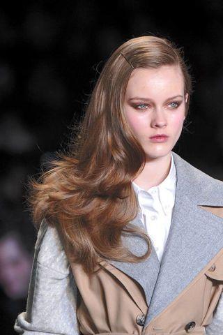 Clothing, Lip, Hairstyle, Sleeve, Collar, Eyebrow, Style, Blazer, Street fashion, Fashion,