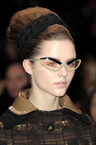 Ear, Lip, Hairstyle, Chin, Forehead, Eyebrow, Eyelash, Style, Beauty, Headgear,
