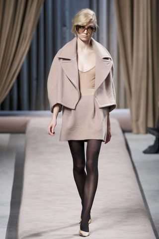Eyewear, Sleeve, Shoulder, Fashion show, Textile, Joint, Outerwear, Runway, Style, Coat,