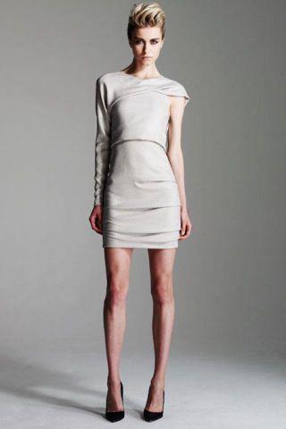 Leg, Sleeve, Human leg, Dress, Shoulder, Shoe, Joint, Standing, One-piece garment, Waist,