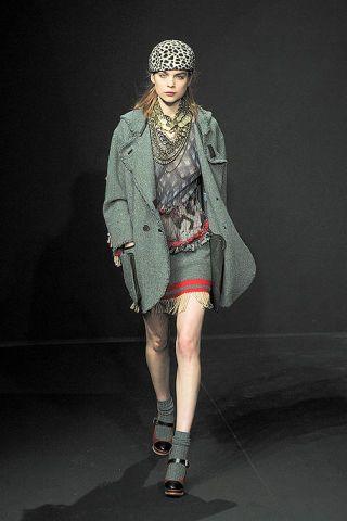 Fashion show, Human leg, Style, Runway, Street fashion, Knee, Fashion, Fashion model, Pattern, Model,