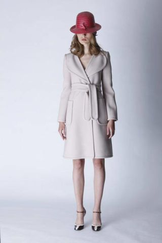 Clothing, Sleeve, Shoulder, Collar, Textile, Human leg, Joint, Outerwear, White, Coat,