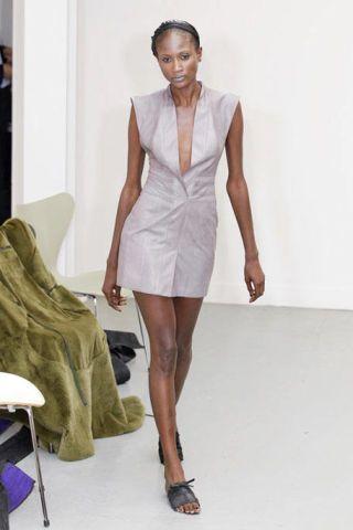Leg, Sleeve, Human leg, Shoulder, Joint, Style, Waist, Formal wear, Knee, Dress,
