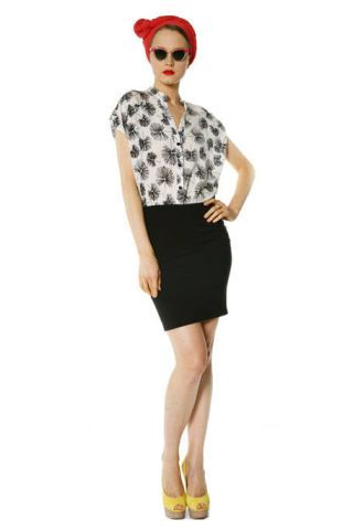 Clothing, Sleeve, Human leg, Shoulder, Textile, Joint, Standing, White, Style, Knee,