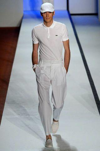 Blue, Sleeve, Shoulder, Cap, Human leg, Standing, Elbow, Joint, White, T-shirt,