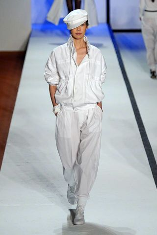 Leg, Sleeve, Joint, Standing, White, Fashion show, Style, Floor, Formal wear, Fashion model,