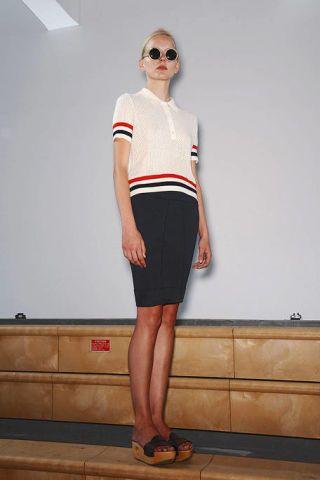 Clothing, Eyewear, Leg, Brown, Human leg, Sleeve, Shoulder, Joint, Standing, White,