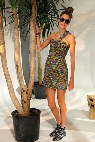 Clothing, Leg, Dress, Human leg, Human body, Flowerpot, Shoulder, Sunglasses, Joint, Style,