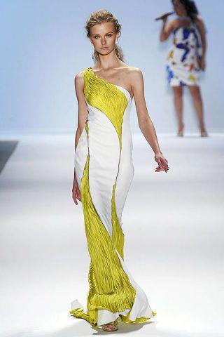 Clothing, Leg, Fashion show, Hairstyle, Yellow, Shoulder, Joint, Waist, Fashion model, Runway,