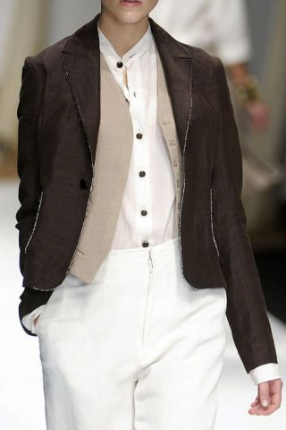 Clothing, Collar, Dress shirt, Sleeve, Coat, Textile, Joint, White, Outerwear, Formal wear,