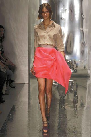Footwear, Leg, Human body, Shoulder, Human leg, Textile, Style, Fashion accessory, Fashion, Knee,