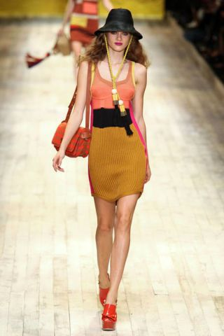 Clothing, Leg, Brown, Human leg, Hat, Shoulder, Textile, Joint, Fashion show, Waist,