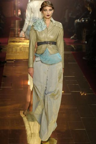 Sleeve, Shoulder, Formal wear, Style, Fashion show, Fashion model, Fashion, Waist, Runway, Costume design,