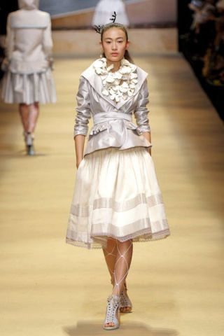 Clothing, Brown, Sleeve, Shoulder, Textile, Joint, White, Style, Waist, Fashion show,