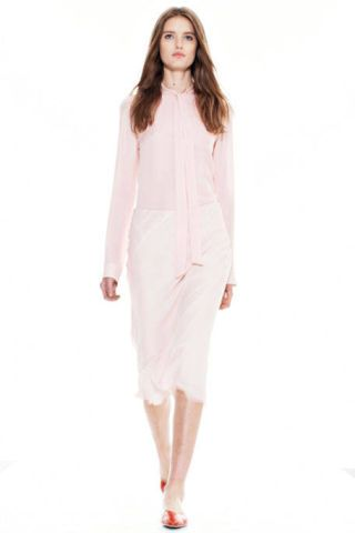 Sleeve, Shoulder, Textile, Joint, Style, Fashion model, Knee, Fashion, Neck, Street fashion,