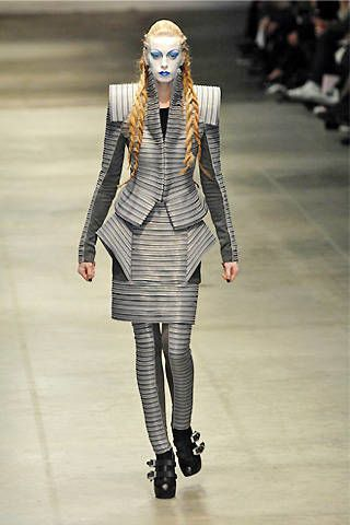 Gareth Pugh Fall 2008 Ready-to-wear Collections - 002