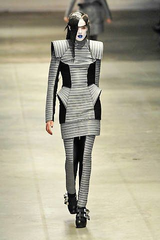 Gareth Pugh Fall 2008 Ready-to-wear Collections - 003
