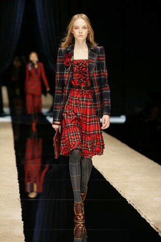 Fashion show, Plaid, Human body, Textile, Tartan, Outerwear, Runway, Pattern, Coat, Style,