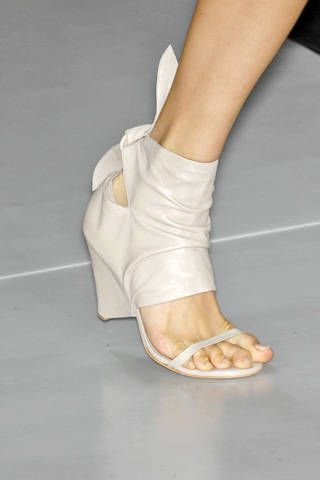 Max Azria Spring 2009 Ready-to-wear Detail - 002