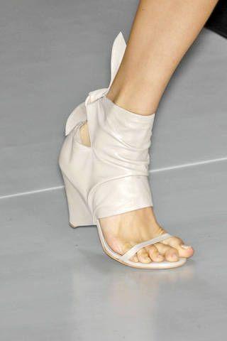 HervÃ{{{copy}}} LÃ{{{copy}}}ger by Max Azria Spring 2009 Ready-to-wear Detail - 002