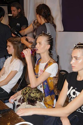 Richard Nicoll Spring 2009 Ready&#45&#x3B;to&#45&#x3B;wear Backstage &#45&#x3B; 003