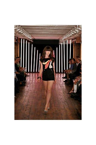 Clothing, Human body, Shoulder, Fashion, Knee, Waist, Thigh, Fashion model, Snapshot, Street fashion,