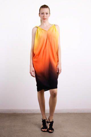 Footwear, Sleeve, Human leg, Human body, Shoulder, Joint, Standing, Style, Amber, Dress,