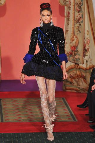 Textile, Human leg, Flooring, Dress, Style, Fashion, Thigh, Carpet, Fashion model, Jewellery,