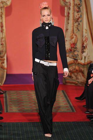 Style, Giraffe, Flooring, Fashion, Giraffidae, Neck, Carpet, Waist, Curtain, Fashion model,