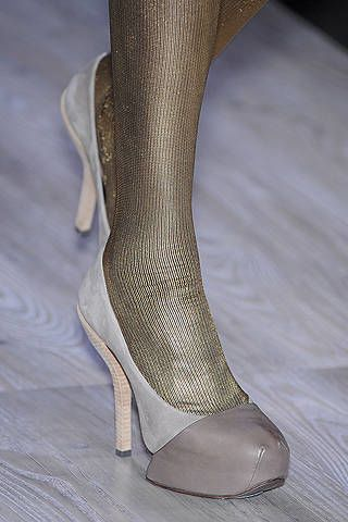 Leg, Human leg, Joint, Black, Grey, Foot, Tights, Close-up, Ankle, Silver,