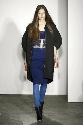 Clothing, Sleeve, Shoulder, Textile, Joint, Outerwear, Style, Street fashion, Fashion show, Knee,