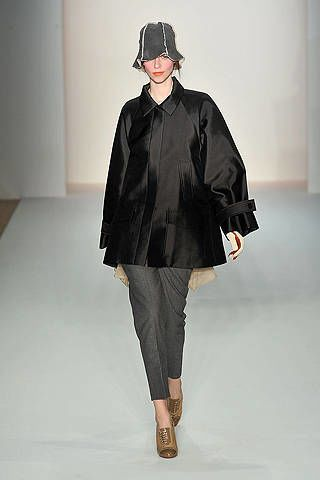 Clothing, Sleeve, Shoulder, Textile, Joint, Outerwear, Fashion show, Style, Fashion model, Runway,