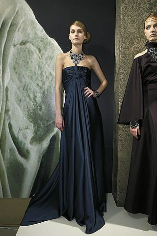 Dress, Shoulder, Standing, Formal wear, Gown, One-piece garment, Style, Fashion, Black, Fashion model,