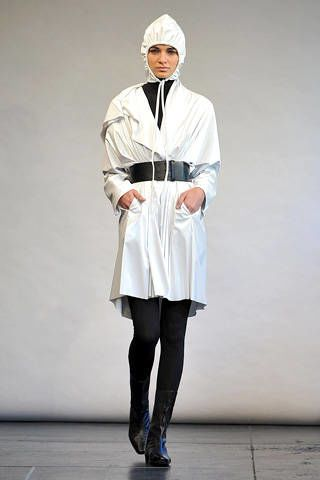 Leg, Sleeve, Standing, Joint, Knee, Headgear, Fashion, Costume design, Tights, Street fashion,