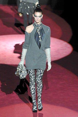 Outerwear, Style, Fashion show, Fashion model, Fashion, Carpet, Blazer, Earrings, Fashion design, Haute couture,