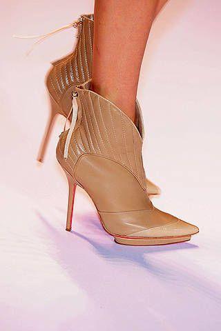 Brown, High heels, Joint, Sandal, Human leg, Tan, Basic pump, Foot, Fashion, Toe,