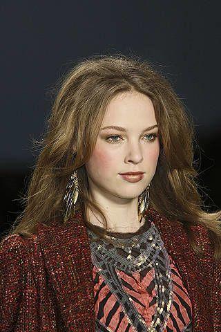 Lip, Hairstyle, Eyebrow, Style, Fashion, Art, Eyelash, Street fashion, Long hair, Portrait,