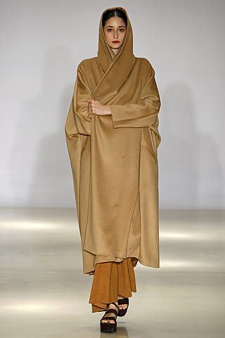 Brown, Sleeve, Fashion, Costume design, Fashion model, Beige, Fashion design, Sandal, Costume, Silk,