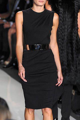Leg, Dress, Shoulder, Joint, Human leg, Style, Formal wear, Thigh, Little black dress, Fashion model,