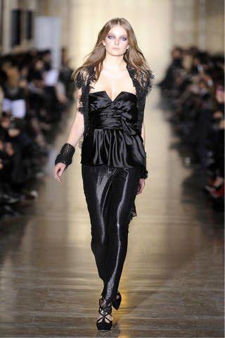 Sleeve, Joint, Fashion show, Style, Waist, Fashion model, Fashion, Beauty, Runway, Leather,