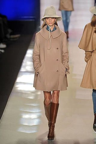 Clothing, Brown, Sleeve, Shoulder, Coat, Textile, Joint, Outerwear, Winter, Style,